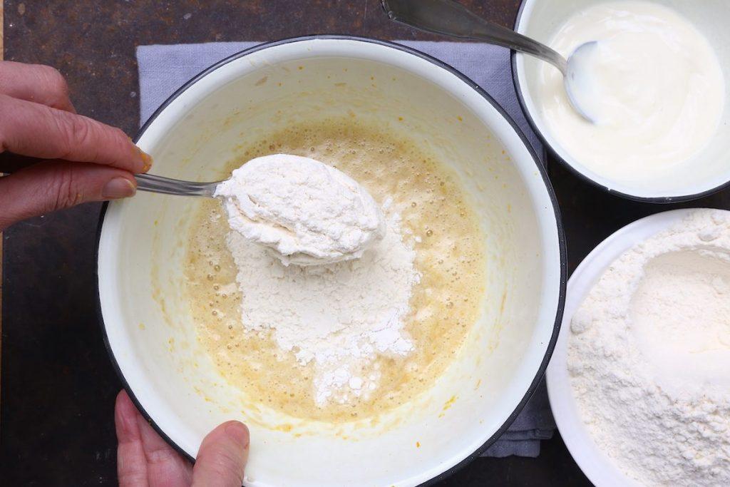 5_aggiungere farina_biscotti alle banane©Gooduria lab copia