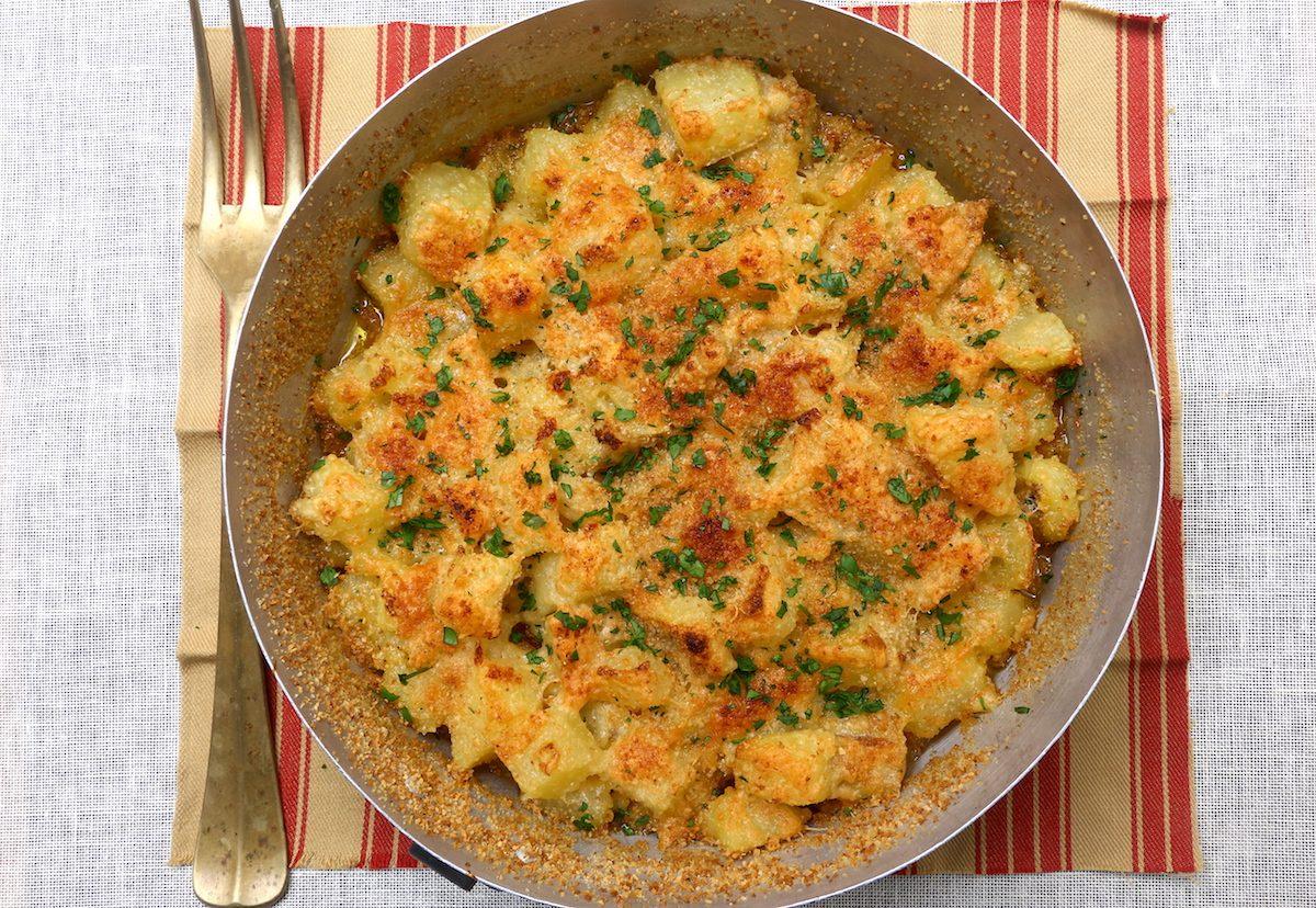 Patate con parmigiano e prezzemolo: la ricetta del contorno semplice e stuzzicante