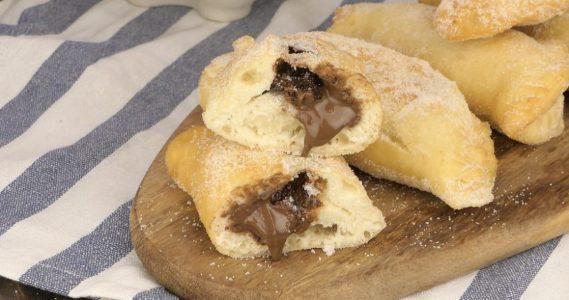 Panzerotti al cioccolato: la ricetta dei dolci ripieni soffici e veloci