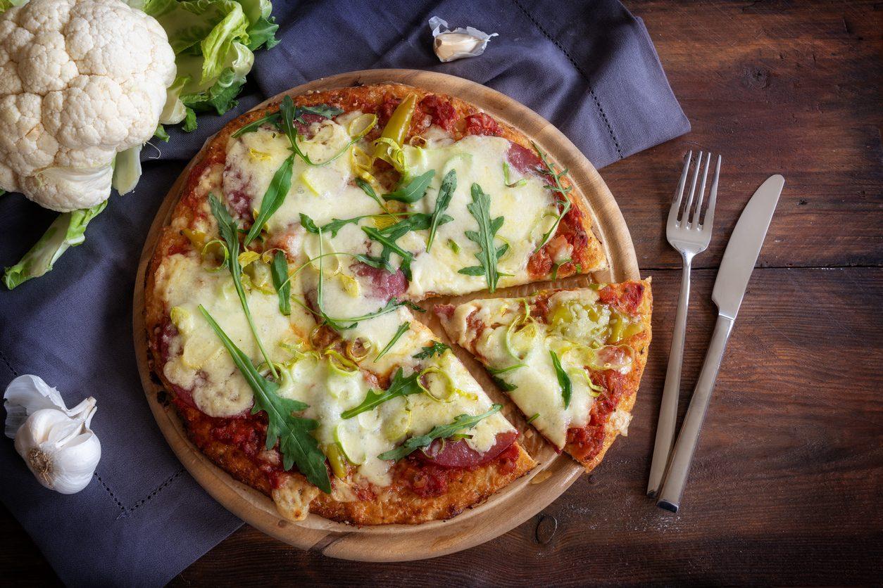 Pizza di cavolfiore: la ricetta della finta pizza light e sfiziosa