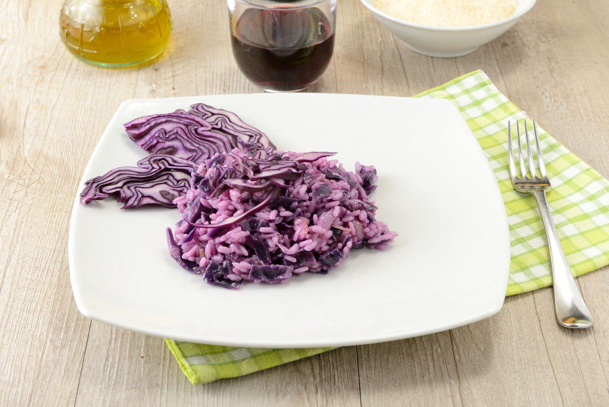 Risotto al cavolo rosso: la ricetta del primo piatto delizioso e colorato