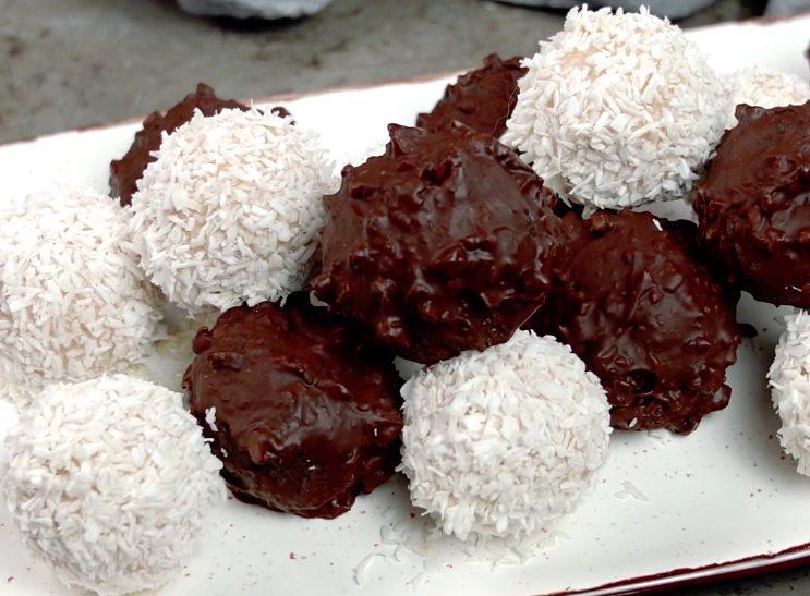 Tartufini con wafer: la ricetta dei dolcetti senza cottura facili e golosi