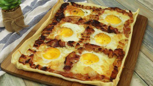 Torta salata uova e bacon: la ricetta dell'antipasto veloce e saporito