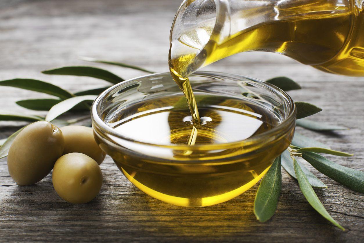 Olio extravergine di oliva: proprietà, benefici e usi in cucina dell'oro verde