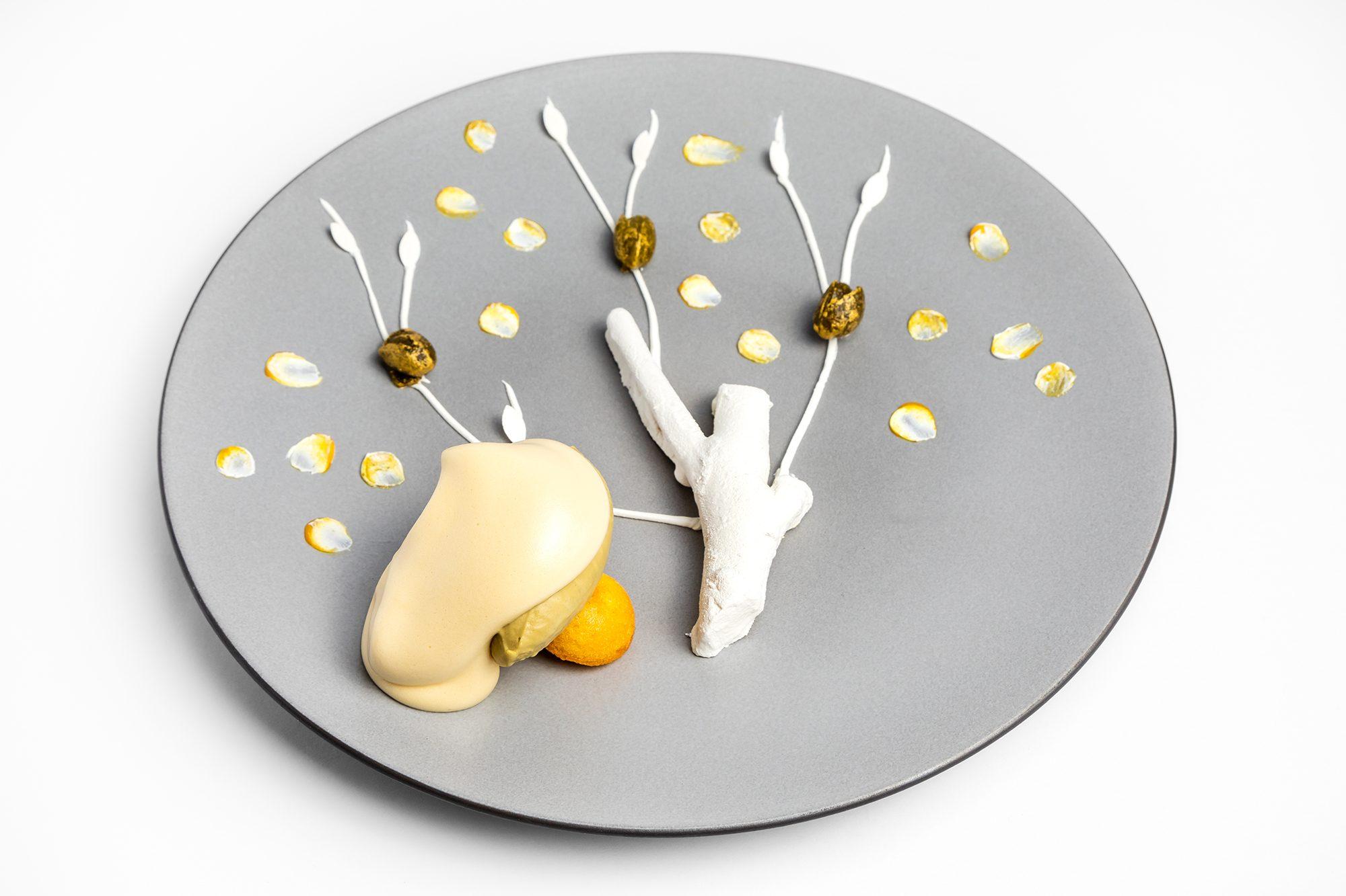 Zabaione tradizionale con pistacchio di Bronte e l'albero di arance amare e zenzero