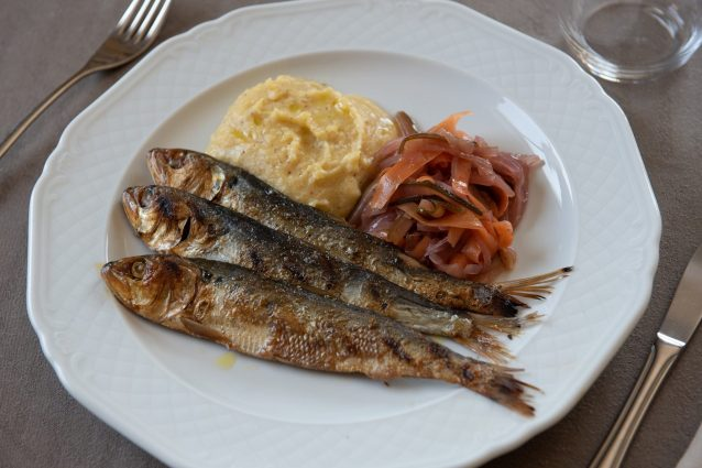 Le sardine alla brace dell'Osteria dell'angelo, ristorante inserito nell'elenco delle Attività Storiche lombarde. Foto di M.Fumagalli