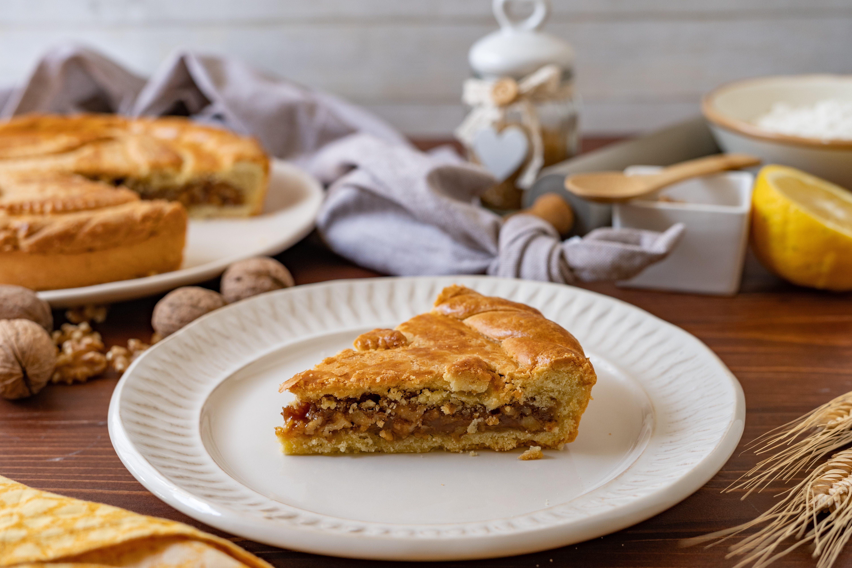 Torta di noci dell'Engadina: la ricetta del dolce svizzero morbido e goloso