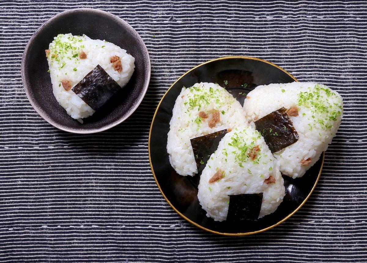 Onigiri con maiale e zenzero: la ricetta delle polpettine di riso giapponesi