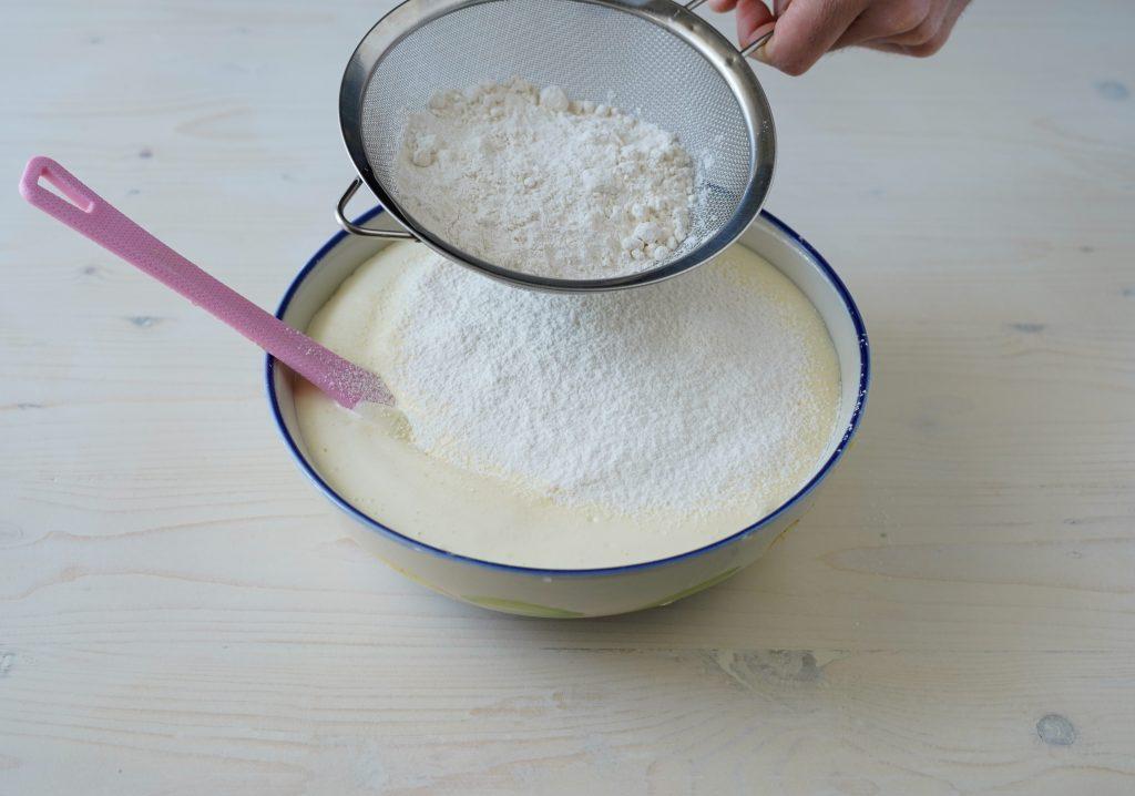 setacciare la farina