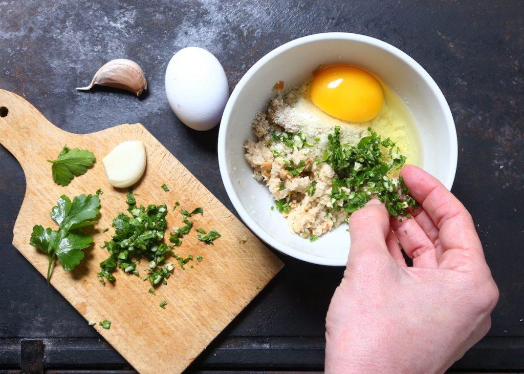 2_preparazione composto gratinatura_gallinella di mare gratinata con patate©Gooduria lab