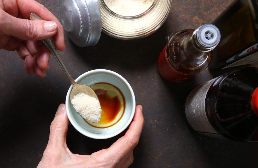 3_preparazione condimento_insalata alghe©Gooduria lab