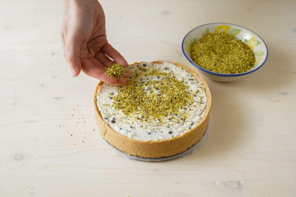 decorare con granella di pistacchio