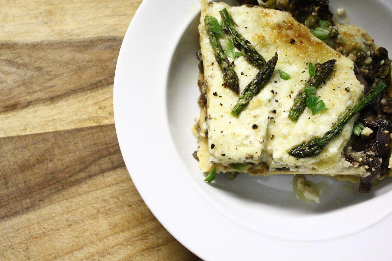Lasagne asparagi e burrata: la ricetta del primo piatto semplice e delizioso