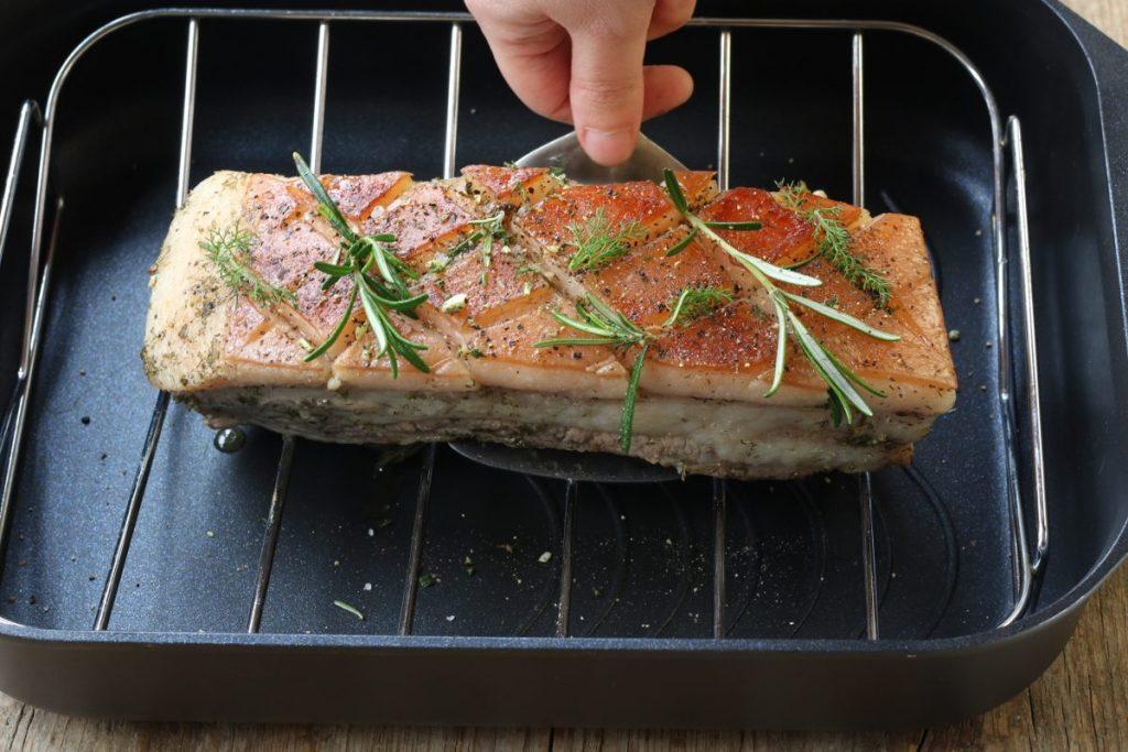 Pancia di maiale croccante in forno