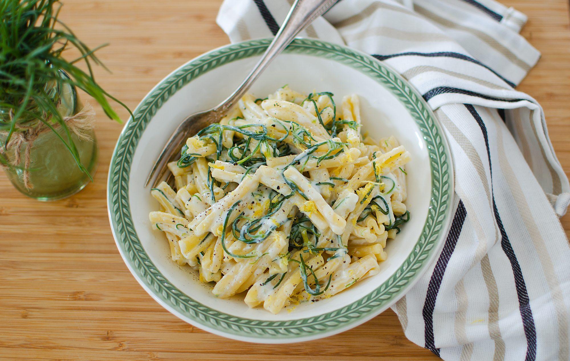 Pasta agretti e ricotta: la ricetta del piatto cremoso e appetitoso