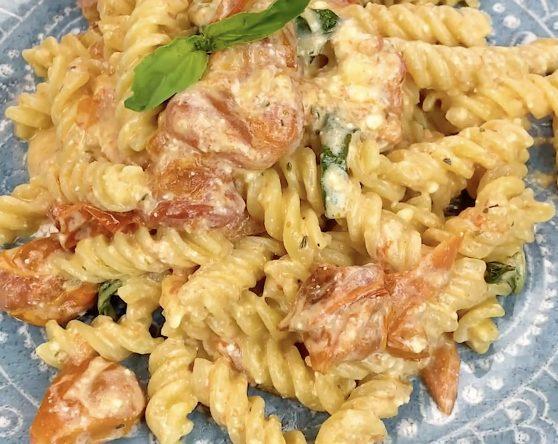 Pasta con pomodorini e feta: la ricetta del primo piatto facile e cremoso