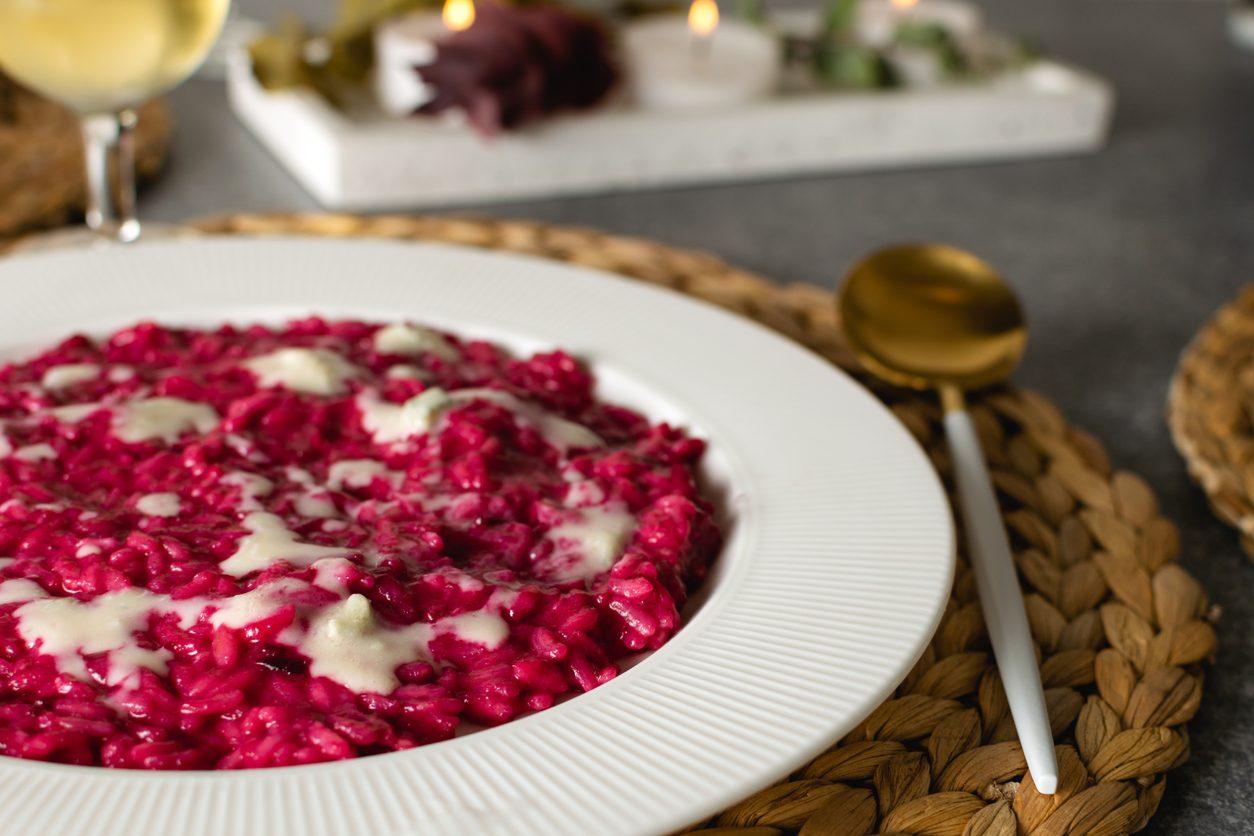 Risotto barbabietola e gorgonzola: la ricetta del primo piatto facile e colorato