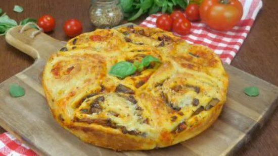 Torta di rose alla pizza: la ricetta della torta salata morbida e irresisitibile