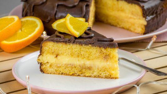 Torta fiesta: la ricetta del dolce goloso con crema all'arancia e cioccolato