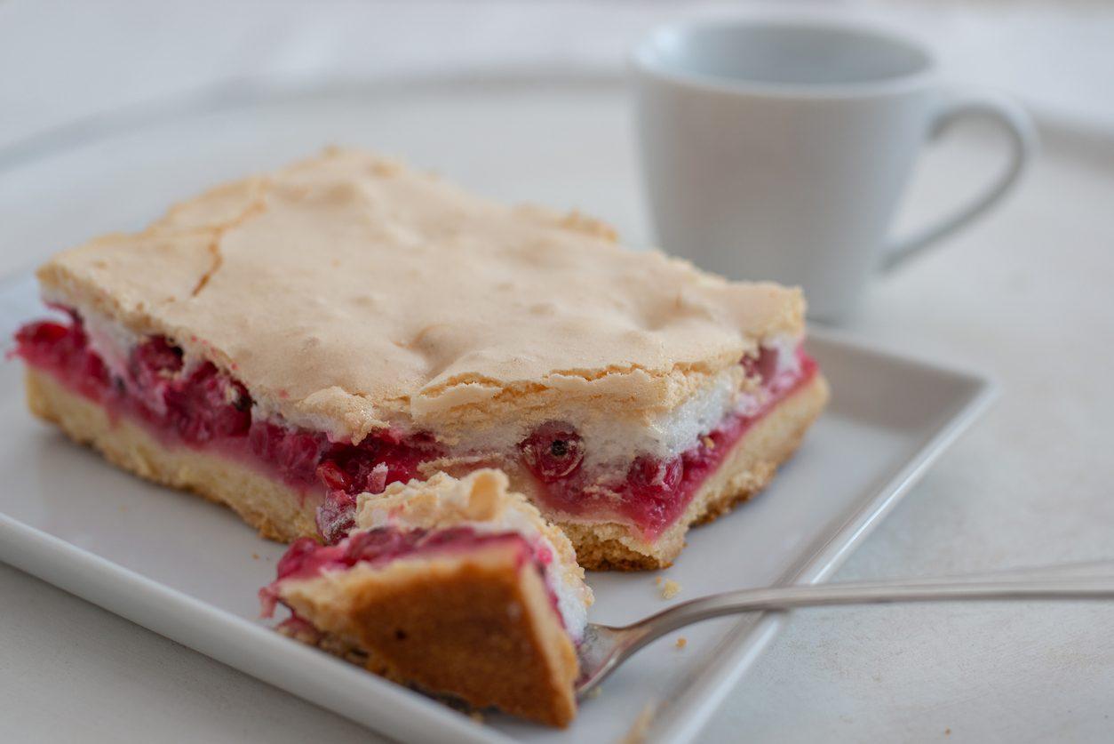 Torta slava: la ricetta della torta a 3 strati con frolla, marmellata e meringa