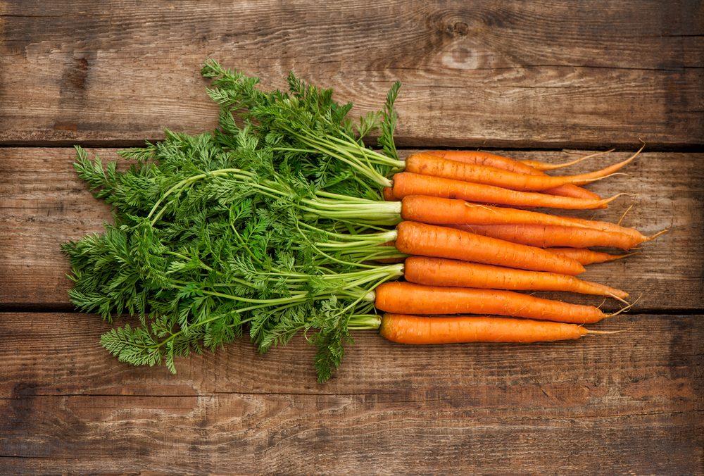 Spreco alimentare: 6 idee per riutilizzare al meglio i ciuffi di carota