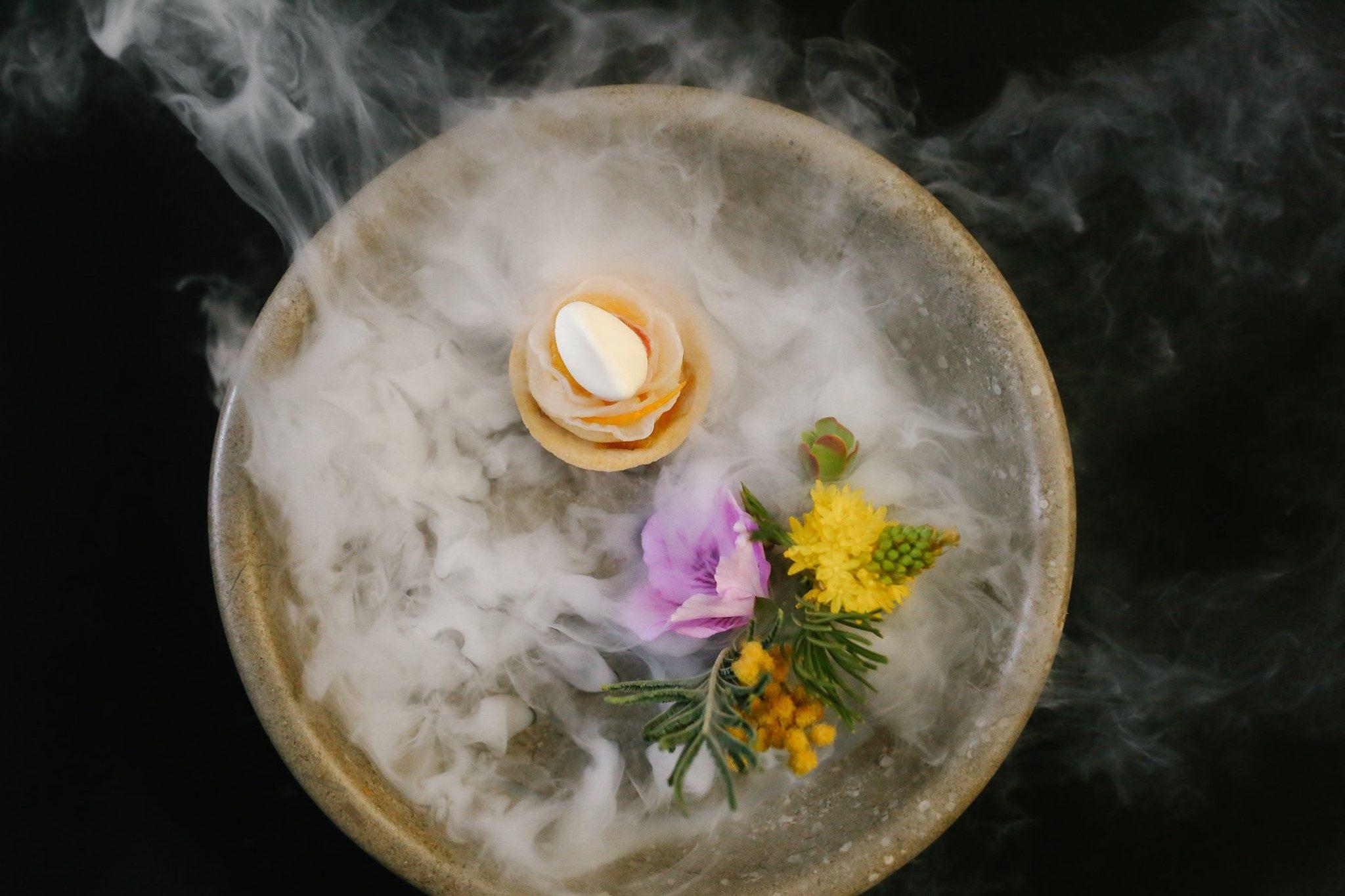 Anatra, ricci di mare e agrumi, di Dominique Crenn