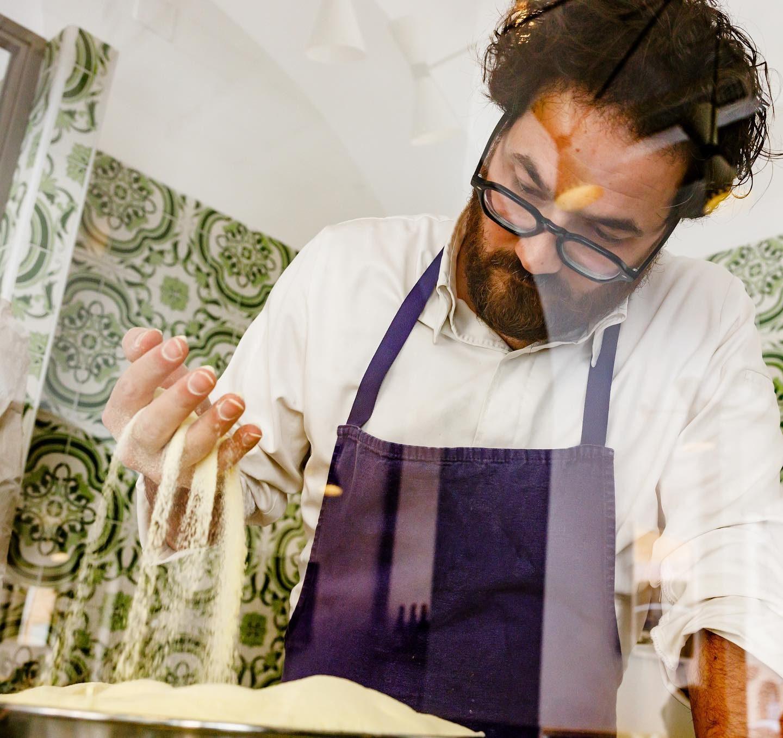 Monosilio, lo chef che ha preferito la carbonara alla Stella riqualifica una piazza a Roma