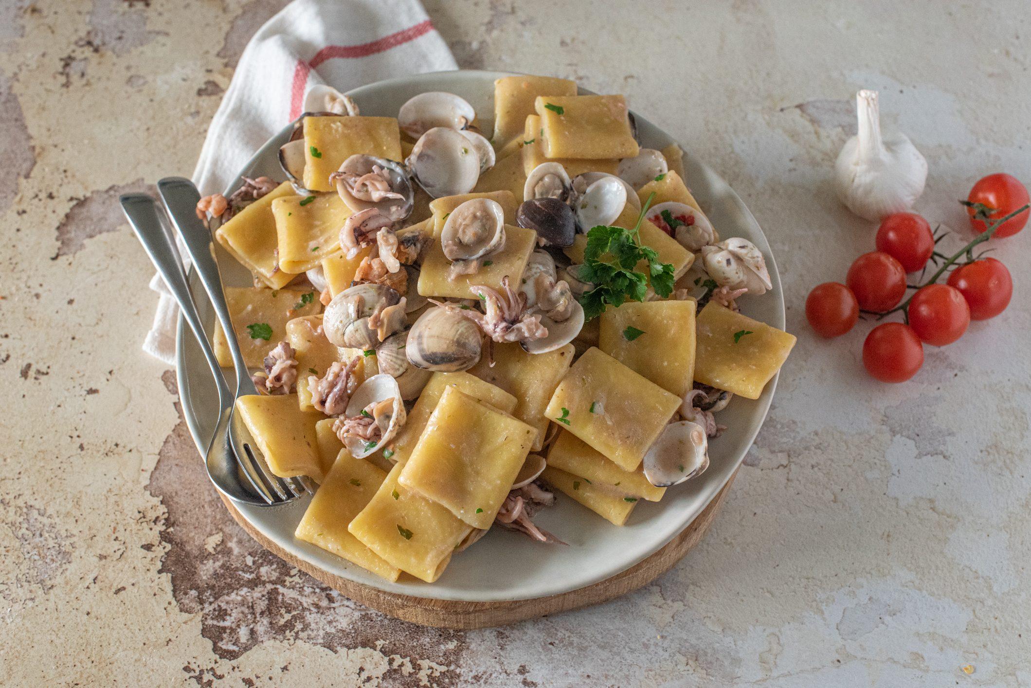 Paccheri al ragù bianco di pesce: la ricetta del piatto gustoso e fragrante
