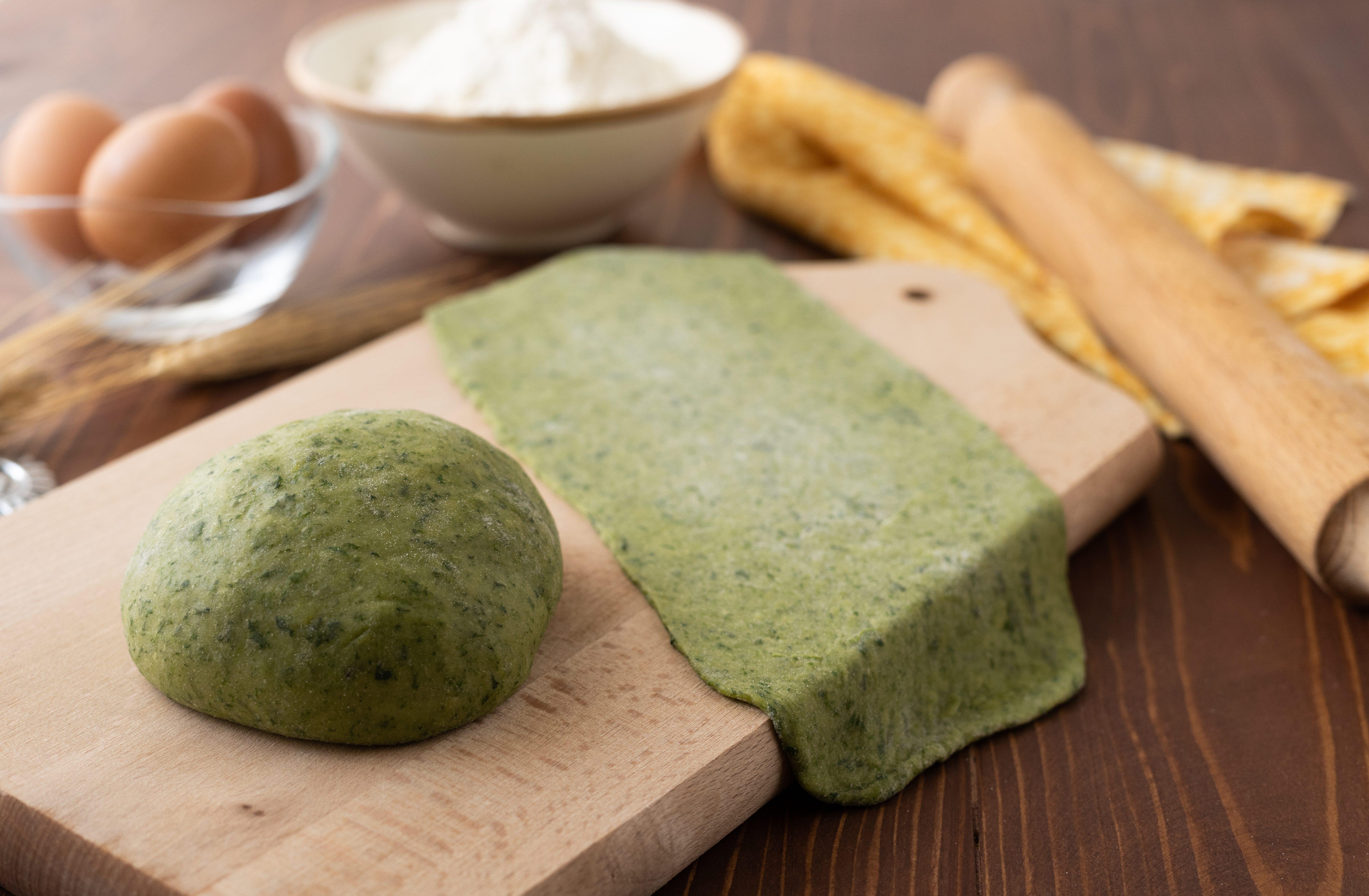 Pasta verde agli spinaci: la ricetta per realizzare la sfoglia colorata
