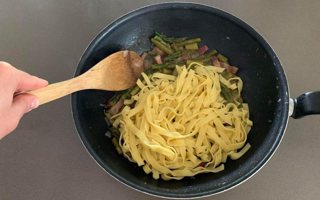 tagliatelle-agli-asparagi_mantecare_6