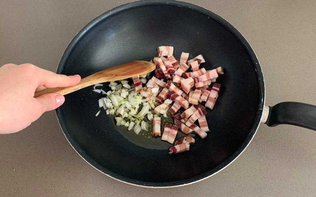 tagliatelle-agli-asparagi_preparare_soffritto_2