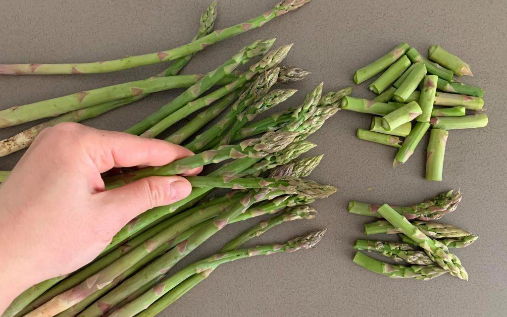 tagliatelle-agli-asparagi_pulire_asparagi_1
