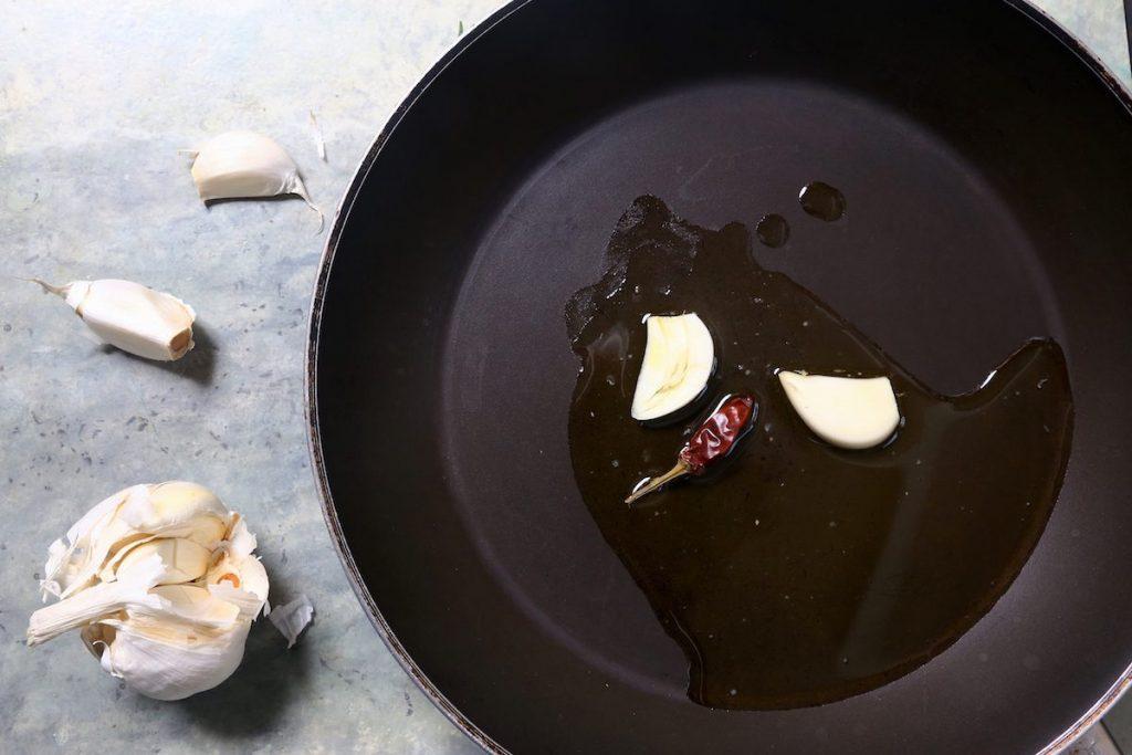 1_rosolate aglio e peproncino_paccheri sugo di gallinella di mare©Gooduria lab