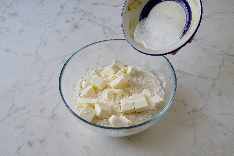 aggiungere zucchero e sale