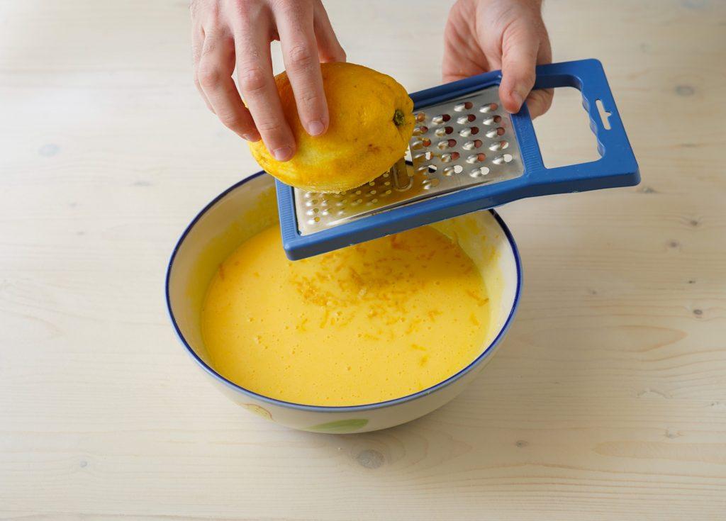 aggiungere scorza di limone