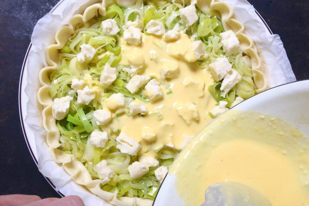 5_versare composto di uova_torta salata porri e brie©Gooduria lab