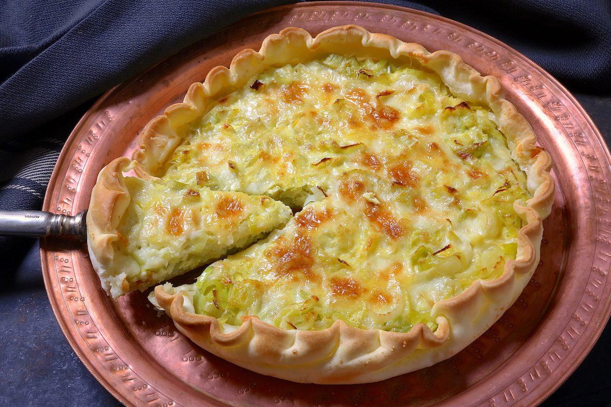 Torta salata porri e brie: la ricetta dell'antipasto delicato e sfizioso