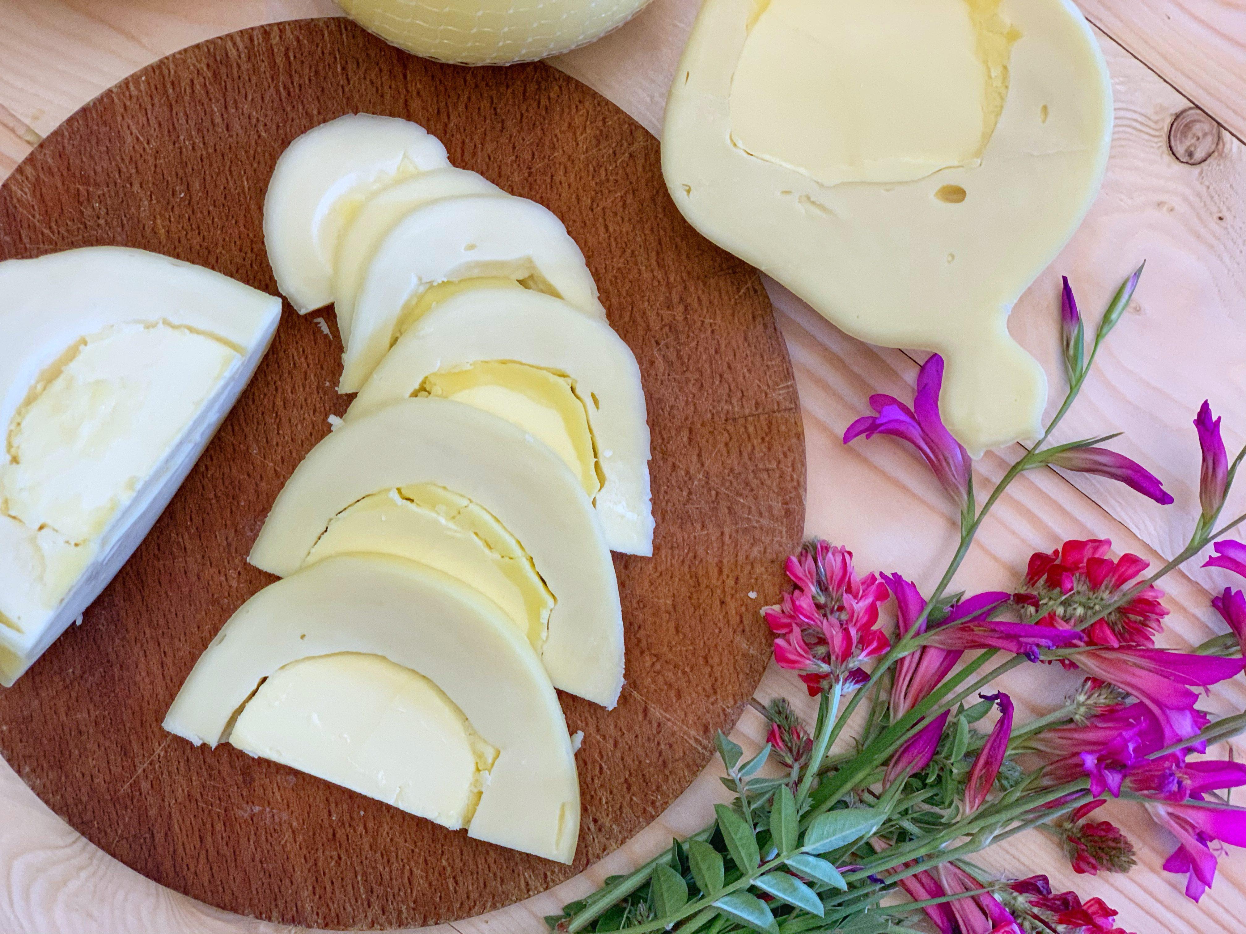 Alla scoperta del formaggio dal cuore morbido e goloso: cos'è e da dove viene la manteca