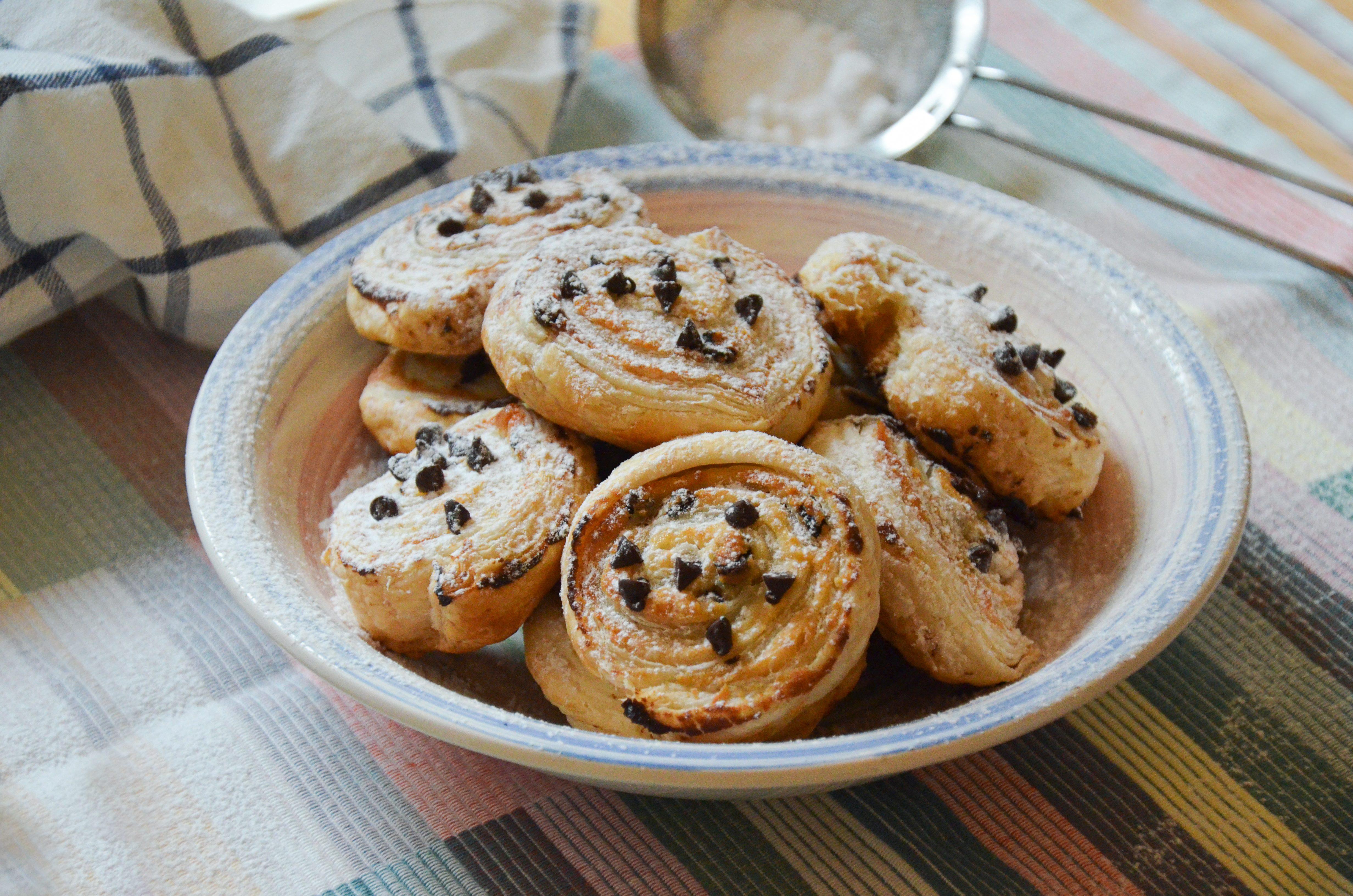 Girelle di pasta sfoglia dolci: la ricetta della merenda semplice e golosa