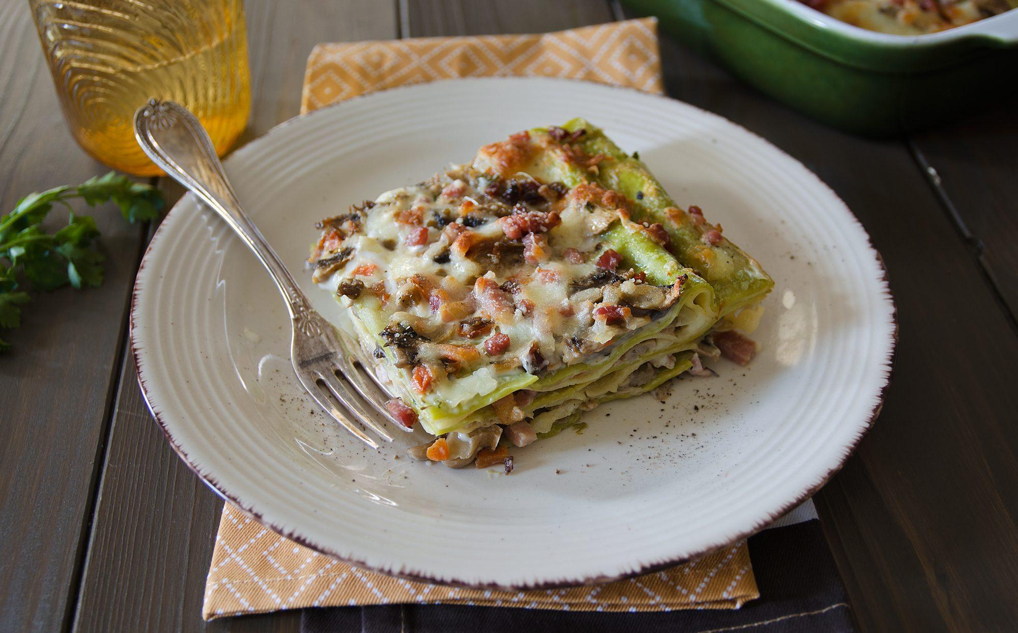 Lasagne funghi, scamorza e speck: la ricetta del gustoso piatto della domenica
