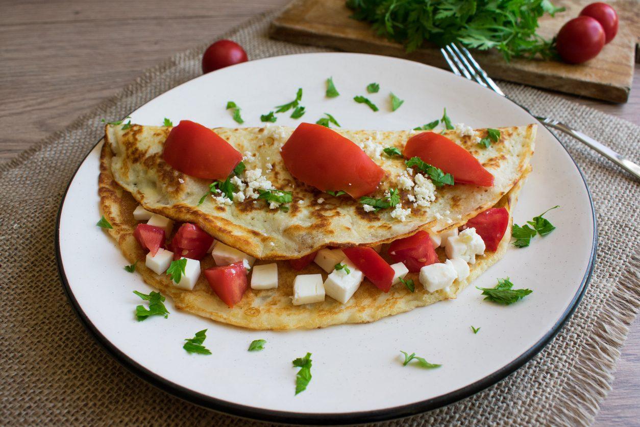 Omelette caprese: la ricetta del secondo piatto estivo semplice e delizioso