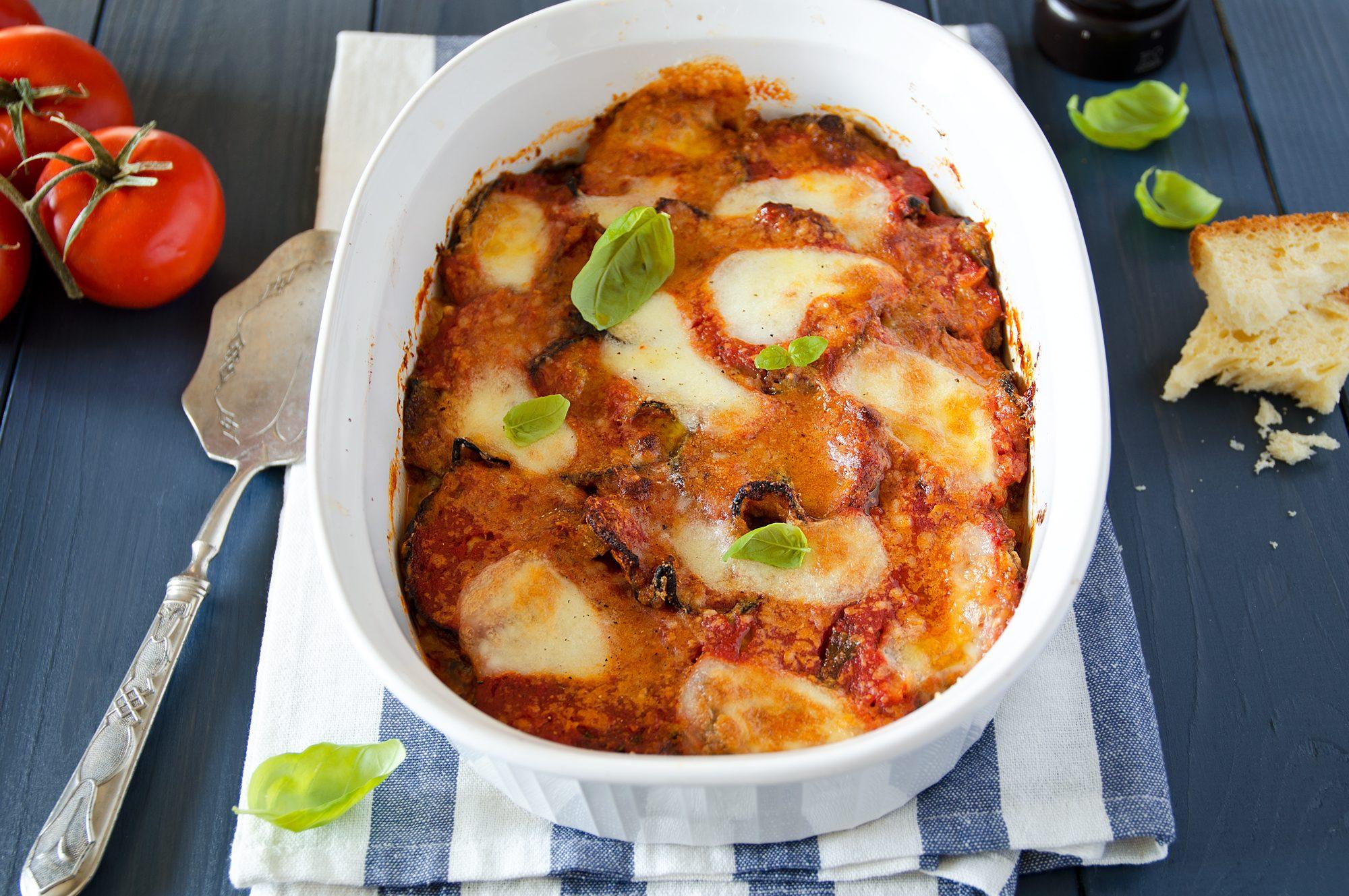 Parmigiana di mamma Cannavacciuolo: la ricetta di famiglia dello chef stellato