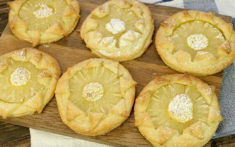 Sfogliatine all'ananas e crema pasticciera: la ricetta dei dolcetti veloci e deliziosi