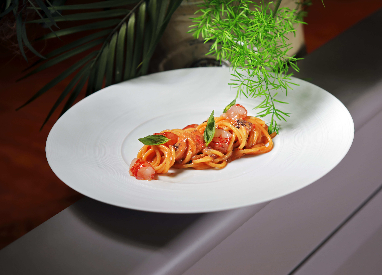 Spaghetto al pomodoro e gambero rosso