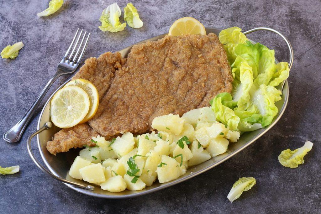 servire la WienerSchnitzel