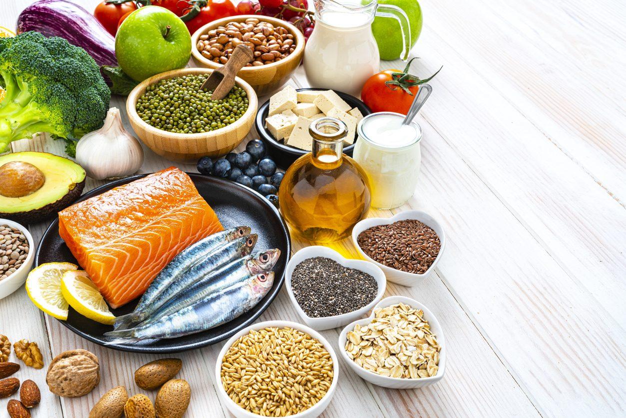 Acne: gli alimenti che ci aiutano a combatterla a tavola