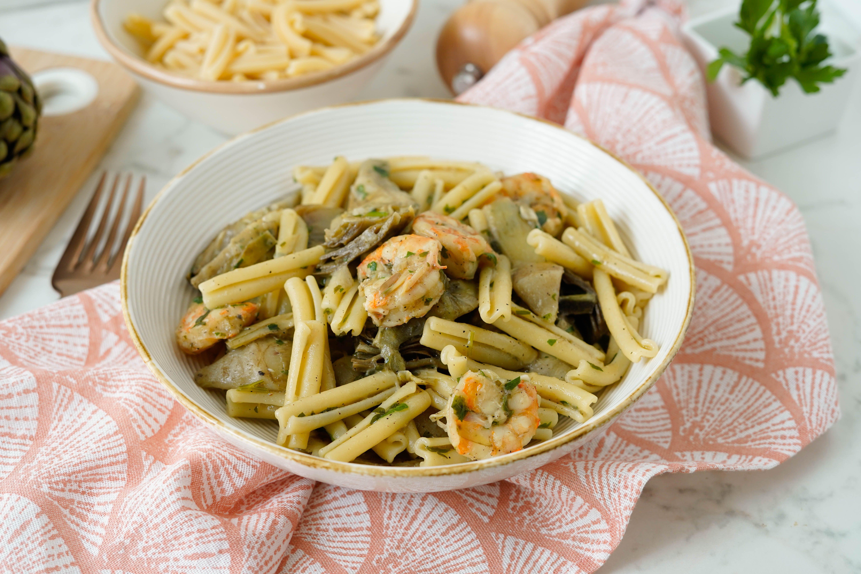 Pasta gamberi e carciofi: la ricetta del primo piatto terra-mare semplice e goloso