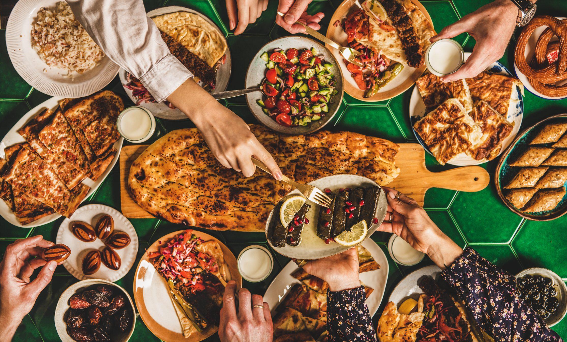 Cosa si mangia durante il Ramadan? Tutte le tradizioni di un'affascinante ricorrenza