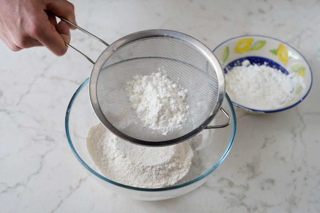 setacciare farina