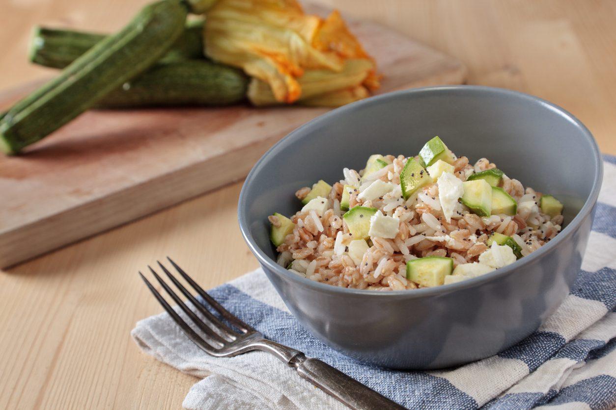 Farro e zucchine: la ricetta del primo piatto estivo semplice e leggero